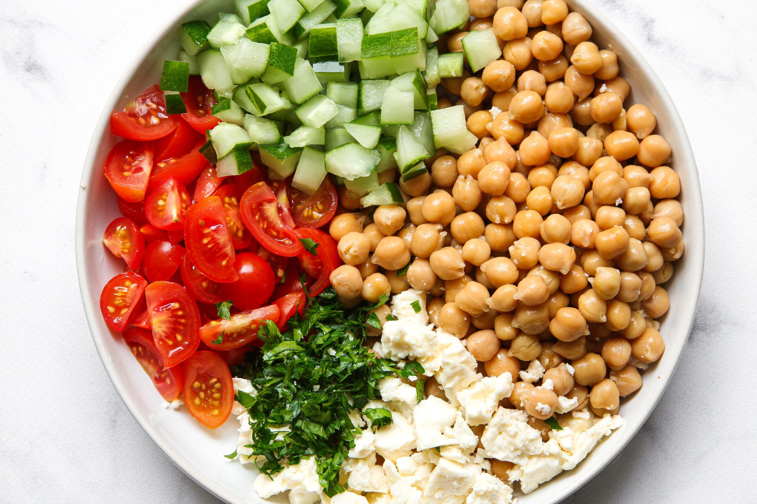 Easy chickpea salad ingredients